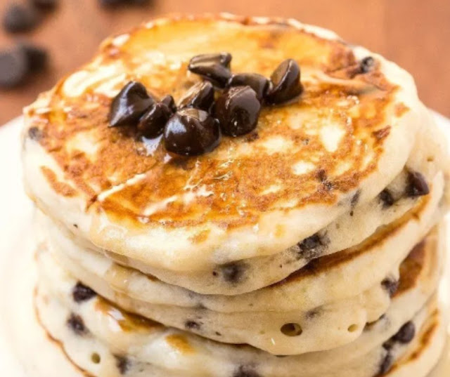 Healthy Fluffy Low Carb Chocolate Chip Pancakes