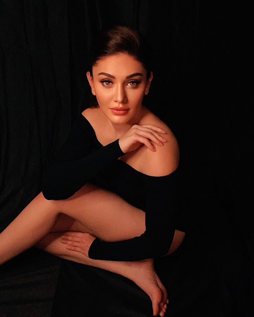 Shefali Jariwala Wears Black Skirt Which Shows Off Her Sexy Body Actress Trend