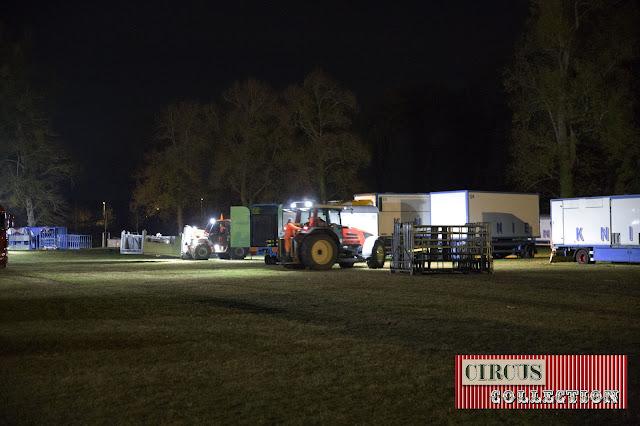 les tracteurs et élévateurs du cirque s'activent