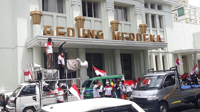 Gelar Aksi di Gedung Merdeka, PMPRI : OPM Tidak Muncul Dari Nurani Rakyat Papua