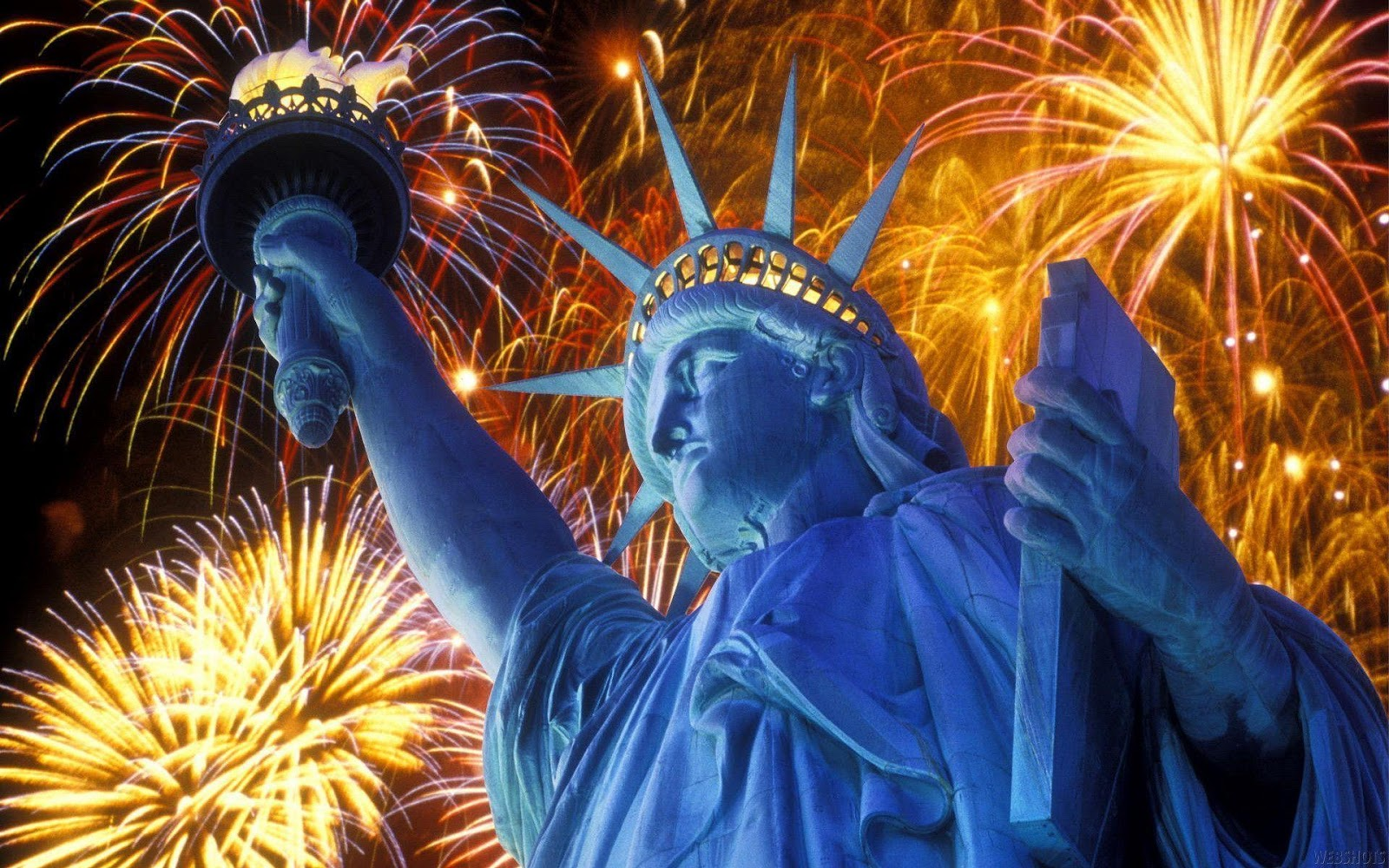 HD Wallpapers 4th of July Fireworks in Statue of Liberty Exclusive