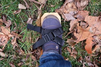 aerate shoe strap crossed