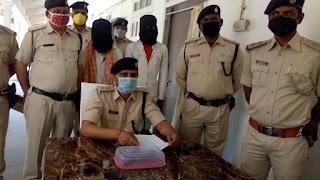 जेल के गेट पर मौजूद पुलिस कर्मी को गोली मारने की साज़िश प्रशिक्षु सिपाही को लगी थी गोली 24 घंटे के अन्दर sp राकेश कुमार ने इस कांड का किया उद्भेदन