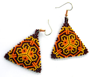 купить яркие серьги из бисера купить серьги треугольной формы украшения