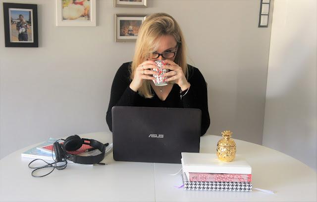 copywriter przy pracy