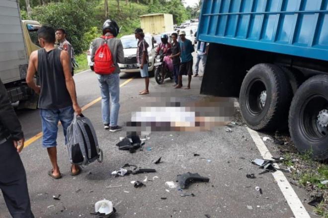 Truk Tabrak Mobil Ayla di Bone, Satu Orang Tewas