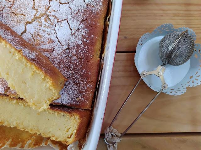 Tarta cremosa de limón. Cake jugoso, bizcocho, postre, pudin flan, lemon pie. Recetas fáciles, sencillas, de fiesta, con horno Cuca