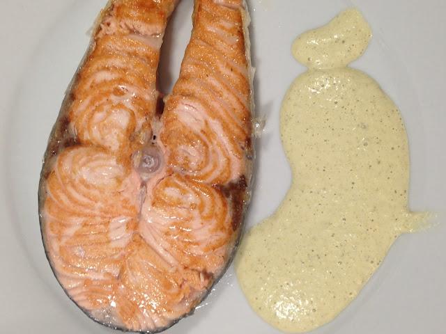 Salmón con salsa Tártara