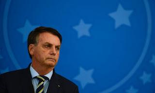 Com sintomas, Bolsonaro faz novo teste para Covid e cancela compromissos