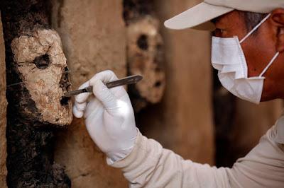 Σπάνια ξύλινα αγάλματα ηλικίας 800 ετών βρέθηκαν σε ανασκαφή στο Περού