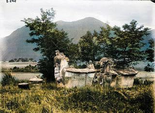 sarkofagus patung tengkorak di samosir