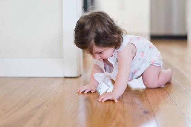 Cara-melatih-bayi-merangkak