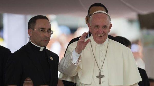 Papa invita a rechazar violencia política en Venezuela