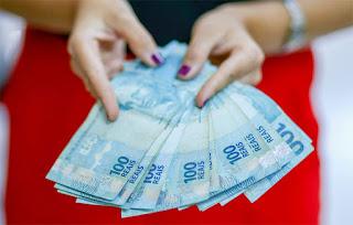 Projeto quer ampliar auxílio de R$ 1.200 a pais solteiros