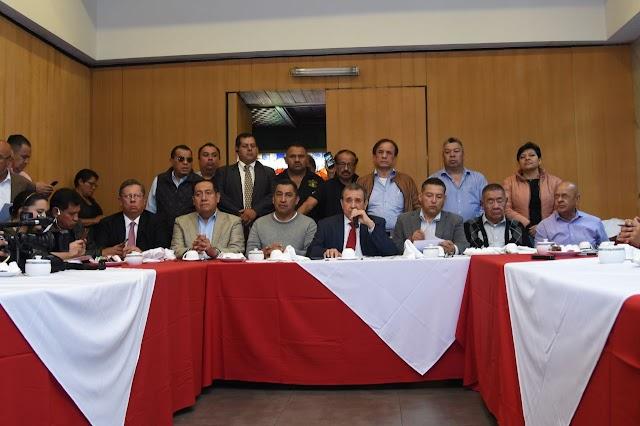 TAXISTAS Y SEDATU ELABORARÁN INICIATIVA LEGISLATIVA NACIONAL PARA REGULAR TAXIS Y APLICACIONES DIGITALES