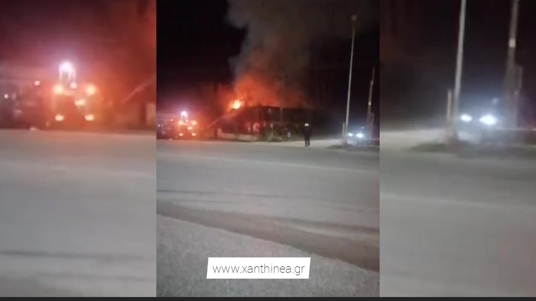 Πυρκαγιά κατέκαψε κλειστό εστιατόριο στην Ξάνθη [ΒΙΝΤΕΟ]