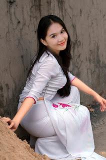 Nữ sinh mặc áo dài siêu mỏng gợi dục khoe mông to khêu gợi