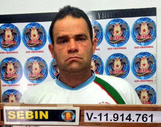 Detenido el twitero @AlexVZLAlibre por el SEBIN y acusado de terrorismo