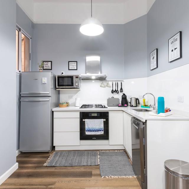 Dapur Minimalis Modern Ukuran Kecil tapi Cantik Warna Cerah