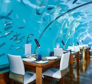 ithaa-undersea-restaurant-murano-chandeliers
