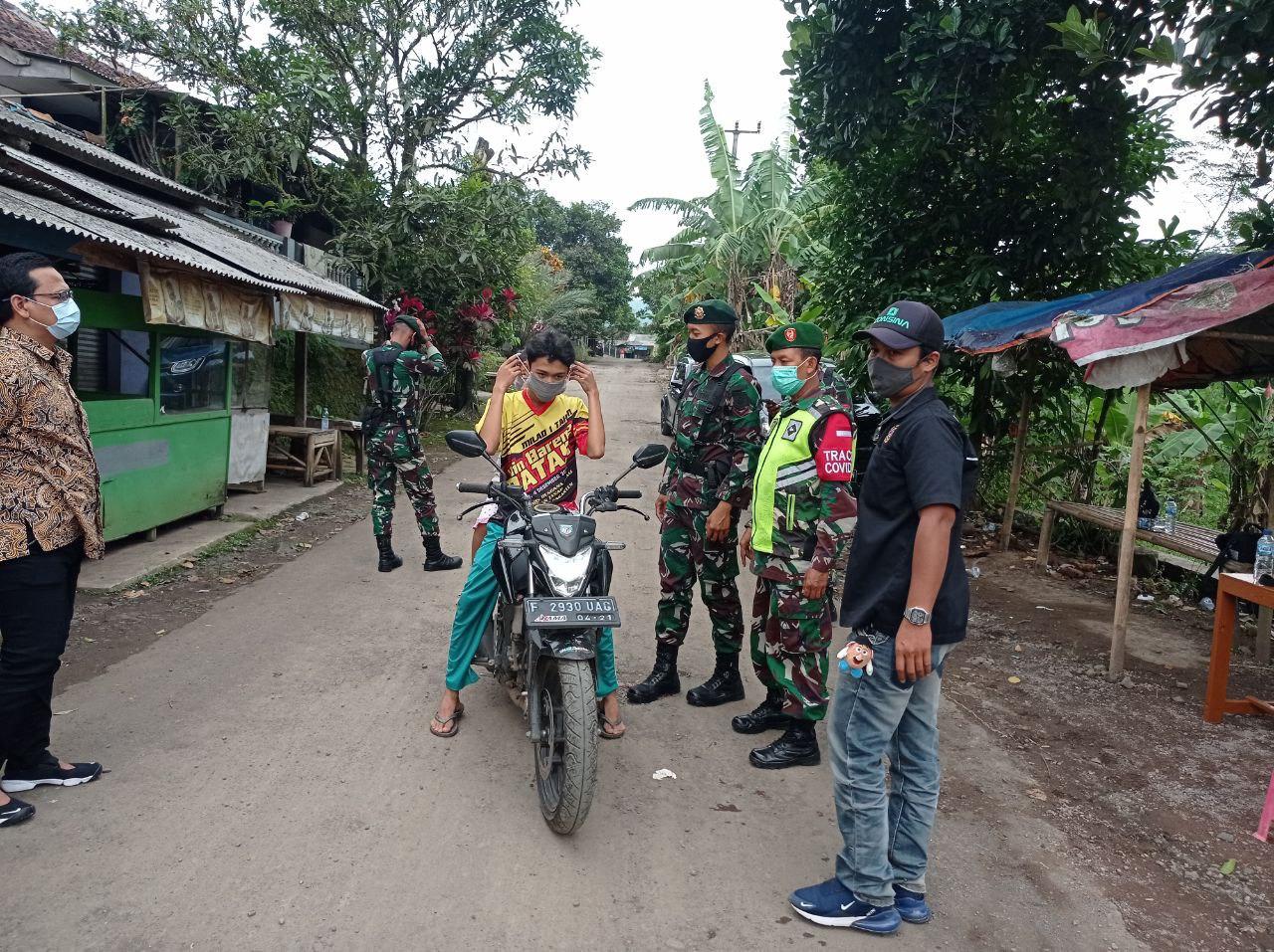 Tegakan Disiplin Dalam PPKM, Yonarmed 13 Kostrad Turunkan 30 Prajurit di Sukabumi