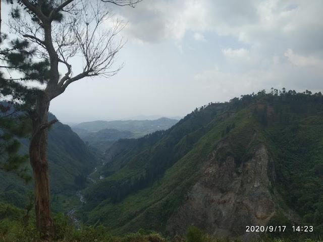 Wisata Bukit Waru Doyong Paguyangan