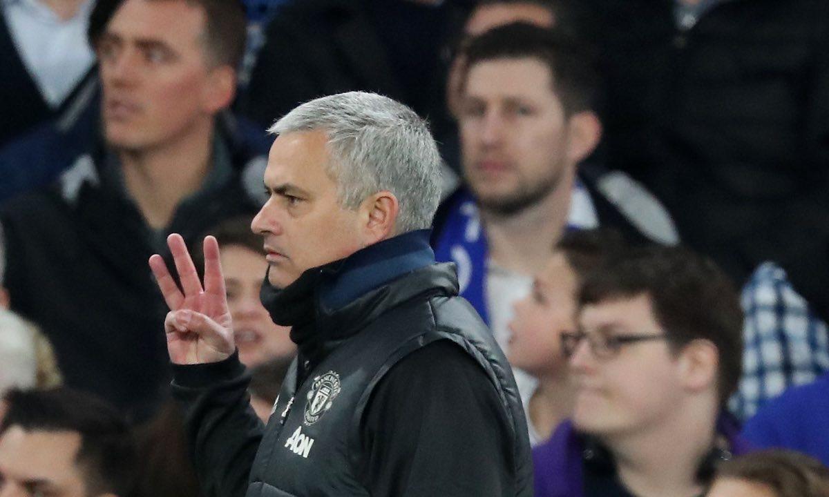Kontroversi Pemimpin Pertandingan Chelsea Melawan Manchester United
