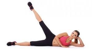 cara Mengecilkan Betis, Paha dan Bokong dengan olahraga Squat di lantai