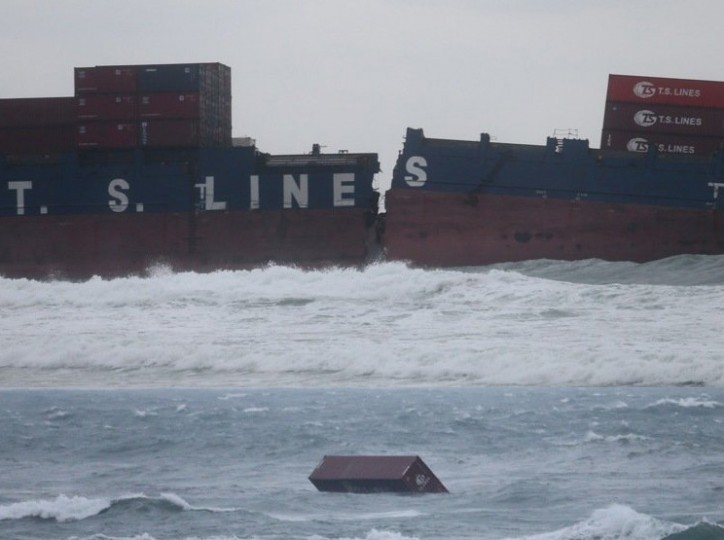 UPDATE: Bunker spill from split TS Taipei washes up on Taiwanese beach