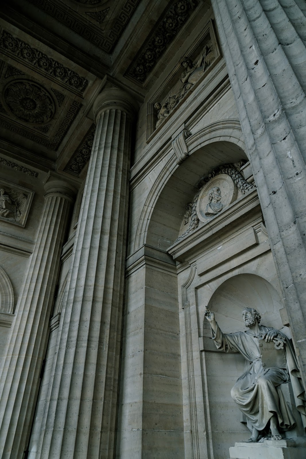 サン=シュルピス教会 (Église Saint-Sulpice) 聖ペテロ像