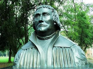 Busto de Martim Lutero na EST, São Leopoldo