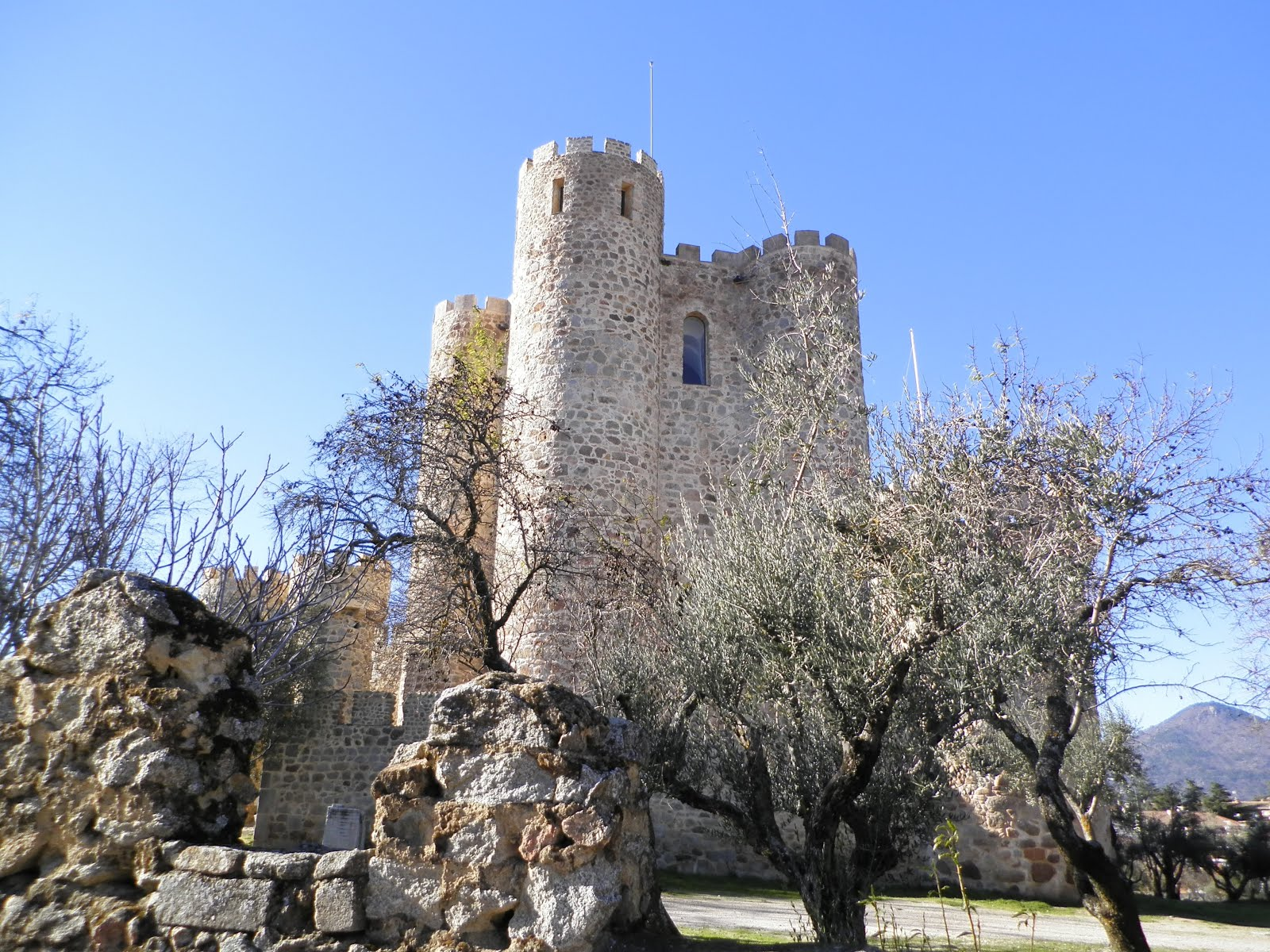 Por Que Me Gustan Los Castillos: Unos Amigos De Paradores: El Castillo De La Coracera, En
