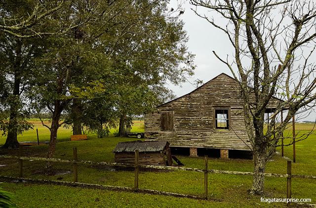 Casebre que servia de moradia a escravos da Laura Plantation, Luisiana, EUA