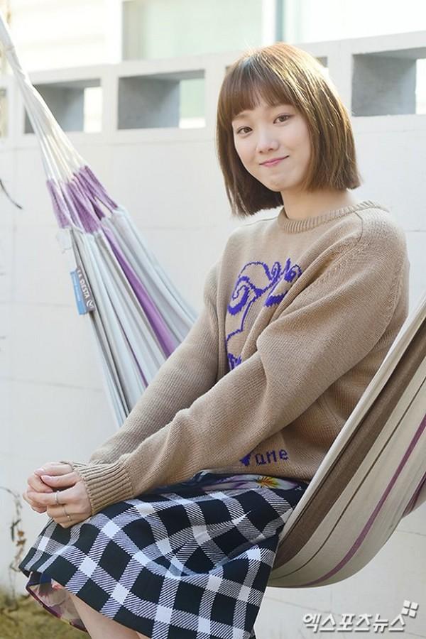 """Lee Sung Kyung menangis syuting """"Weightlifting Fairy Kim Bok Joo"""" berakhir."""