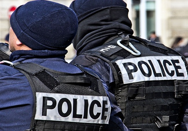 "Marseille  : ""Vélo, boules de pétanque..."" un policier agressé raconte une ""scène de guérilla...!"""