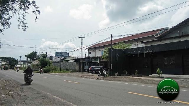 Pabrik Ban dan Toko Onderdil tepi By Pass Klaten