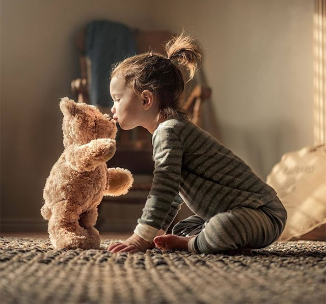 I've Been Documenting The Time My 4 Kids Spend With Their Teddy Bears For Over 6 Years (50 Pics)