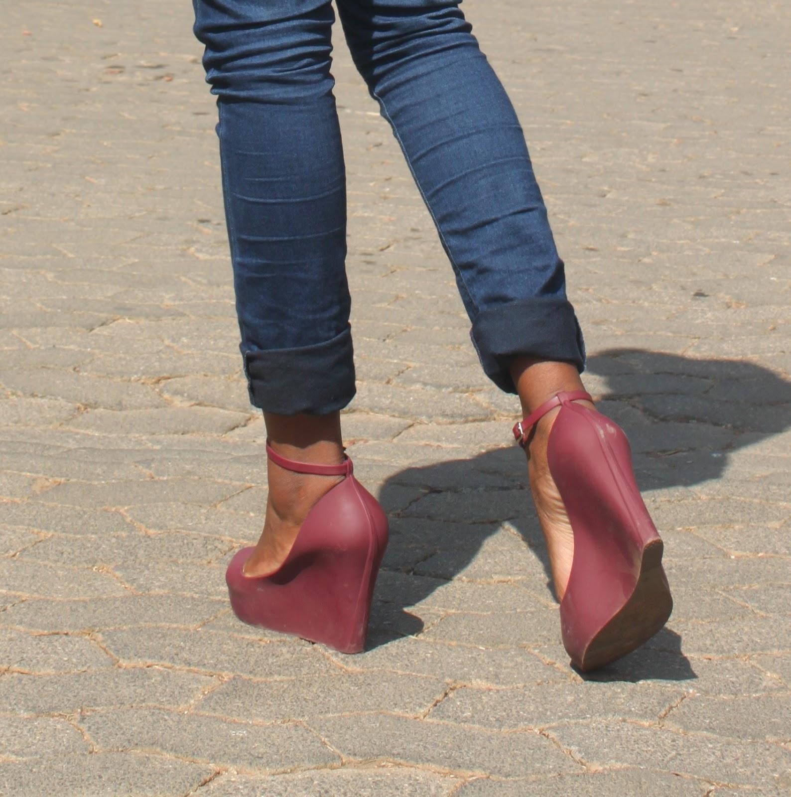 how to walk in heels for beginners