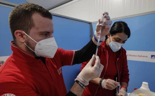 Coronavirus: 881 positivi, 17 vittime. Positività stabile