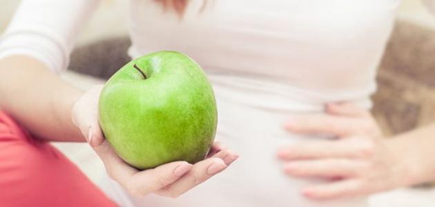 فوائد تناول التفاح الاخضر في الصباح الباكر على الريق