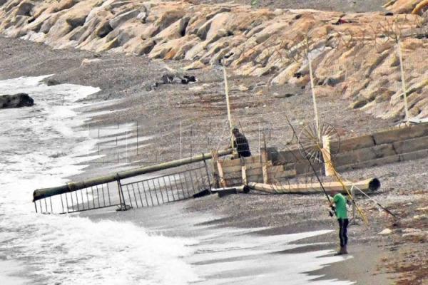 المغرب يشرع في وضع أسلاك شائكة لمنع العبور بحرا نحو سبتة المحتلة
