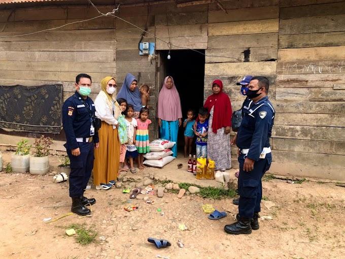 Security PT Medco E&P Malaka Salurkan Bantuan Sembako Kepada Yatim Piatu
