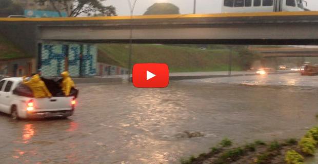 Inundaciones en el Distribuidor Altamira y Las Mercedes por falta de mantenimiento en Caracas