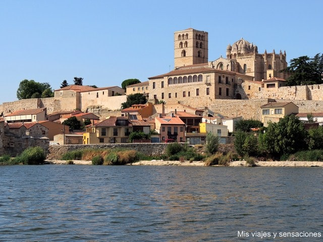 Vistas de Zamora desde el margen izquierdo del río Duero, Castilla y León