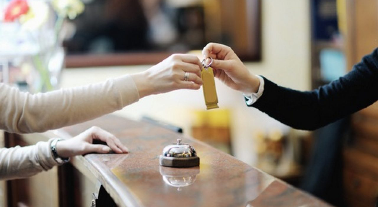 10 Things to Ask for When Booking a Hotel Room