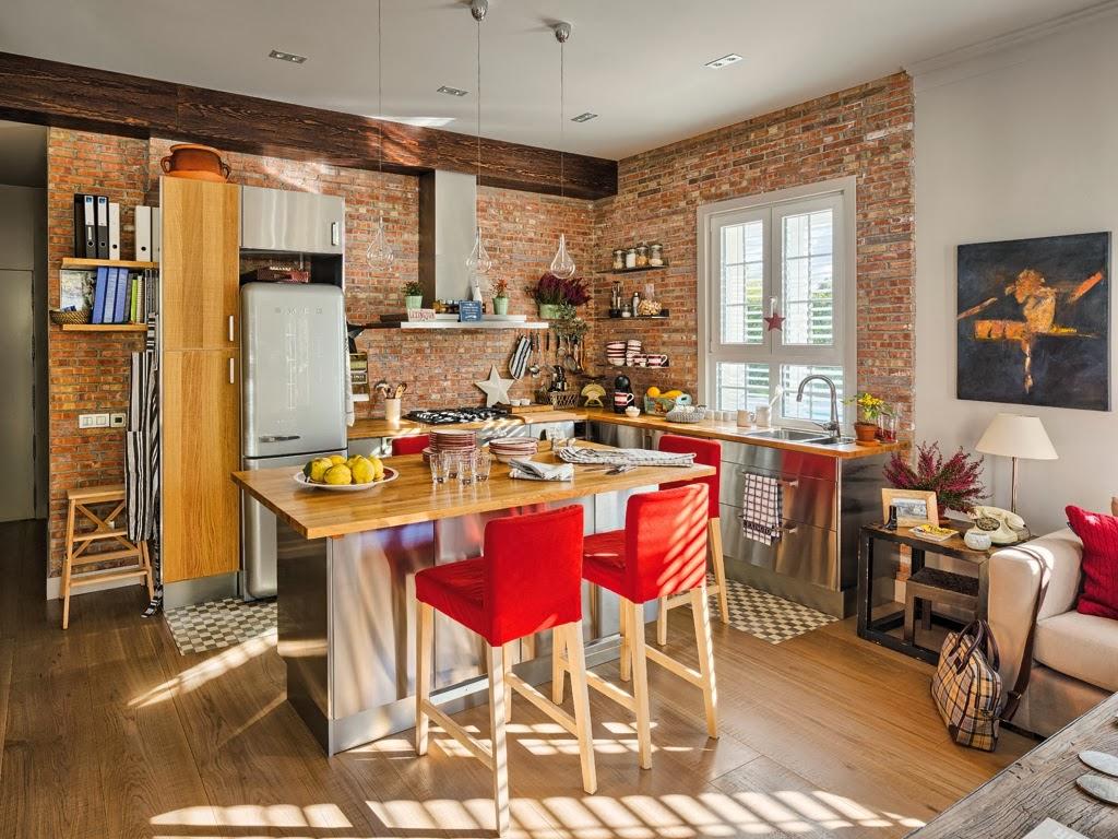 Mieszkanie z kuchnią w stylu loftu z ceglaną ścianą - wystrój wnętrz, wnętrza, urządzanie domu, dekoracje wnętrz, aranżacja wnętrz, inspiracje wnętrz,interior design , dom i wnętrze, aranżacja mieszkania, modne wnętrza, loft, styl loftowy, styl industrialny, małe mieszkanie, małe wnętrza, kawalerka, czerwona cegła, ściana z cegły, salon, kuchnia, wyspa kuchenna