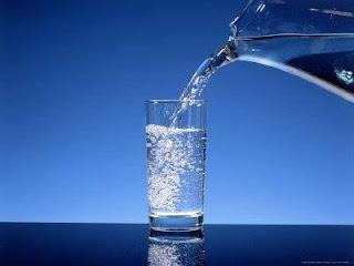 10 Manfaat Menakjubkan Air Putih