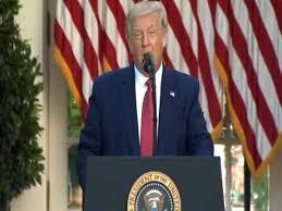 अमेरिकी राष्ट्रपति डोनाल्ड ट्रम्प ने कनाडा और मेक्सिको के साथ नए संयुक्त राज्य अमेरिका-मेक्सिको-कनाडा समझौते (USMCA) नॉर्थ अमेरिकी व्यापार समझौते पर हस्ताक्षर किए हैं।