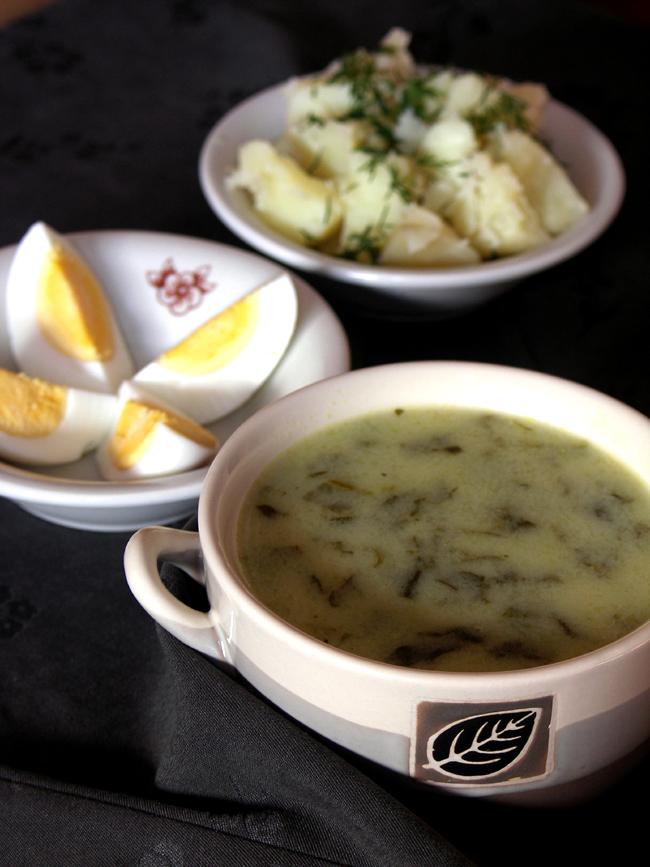 klasyczna zupa szczawiowa z jajkiem i ziemniakami