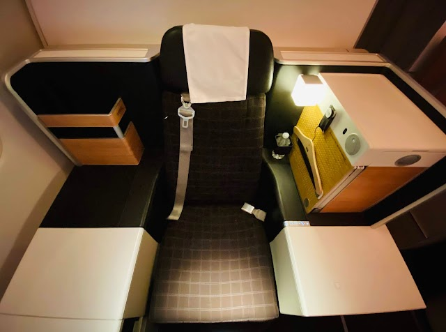 Review: A Bittersweet Diverted SWISS LX41 Flight Business Class Throne Seat Boeing 777-300ER Los Angeles (LAX) to Zurich (ZRH)